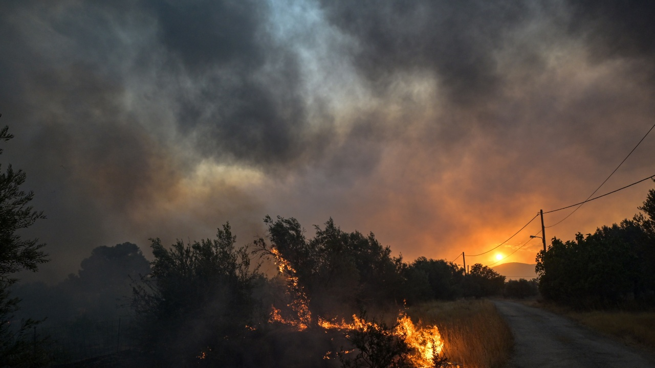 Пожарът в Северна Македония се разраства! Огънят приближава границата ни