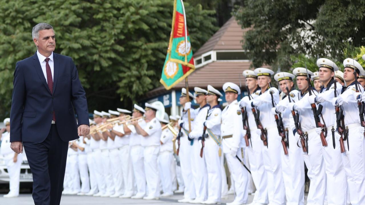 Янев във Варна: Най-голямото богатство в Българската армия са хората - мъжете и жените с униформи