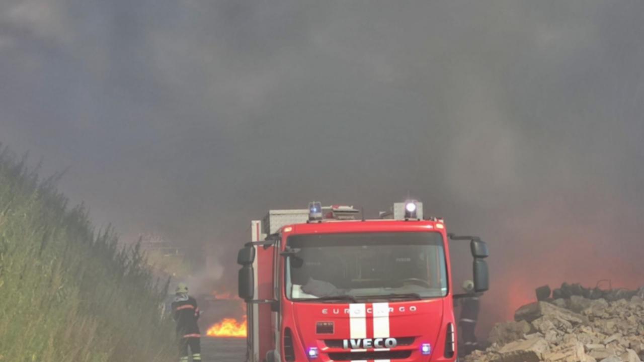 Пожар в сметище до Кремиковци предизвика силно задимяване