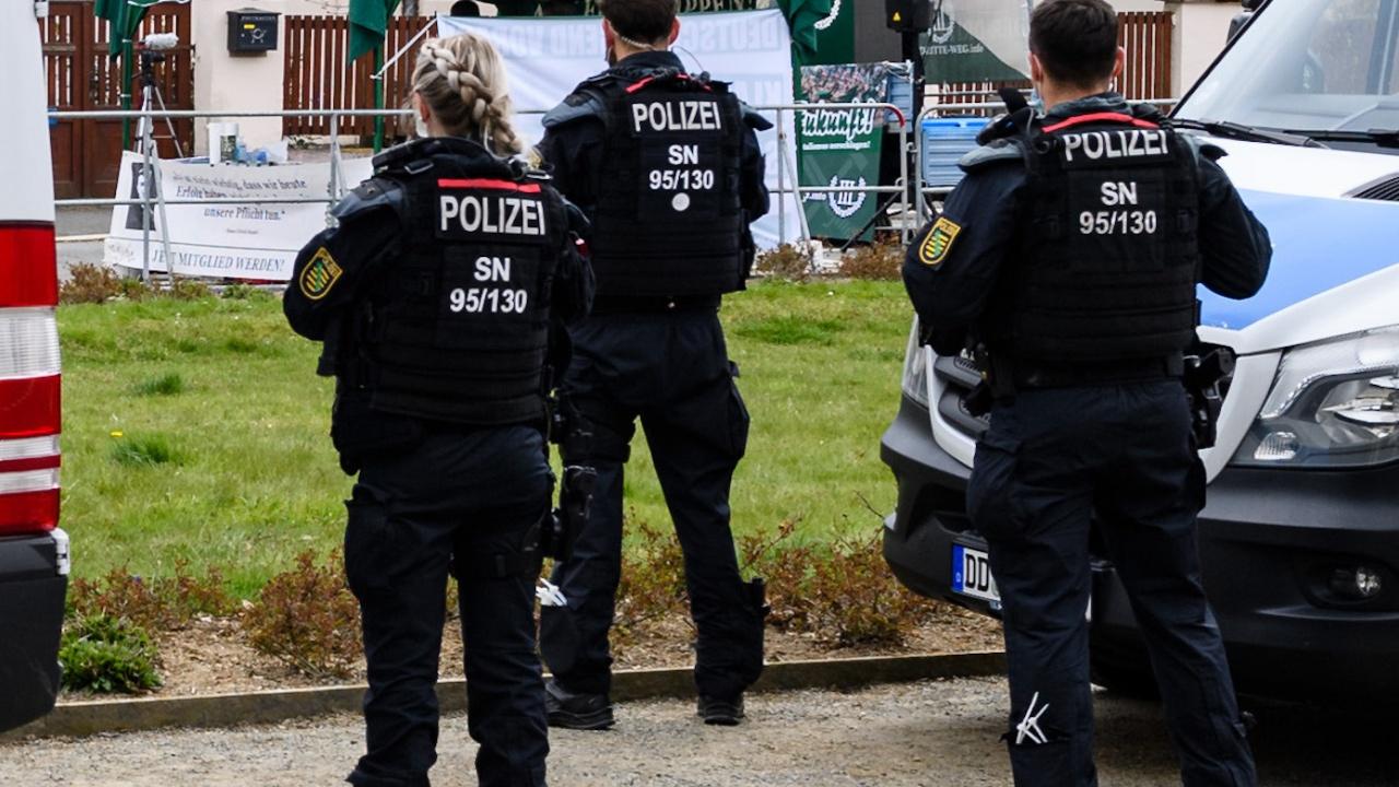 Задържаха служител в посолството на Лондон в Берлин, шпионирал за Русия
