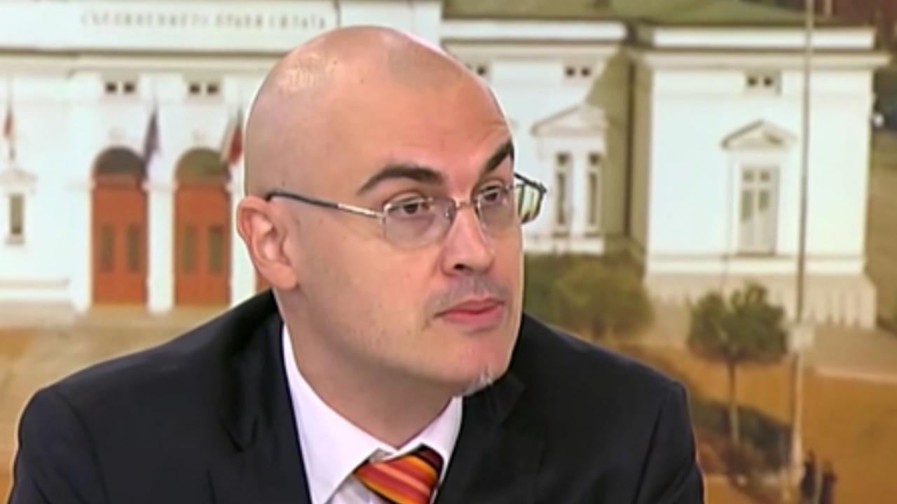 Софийският университет ще проверява за плагиатство Петър Илиев