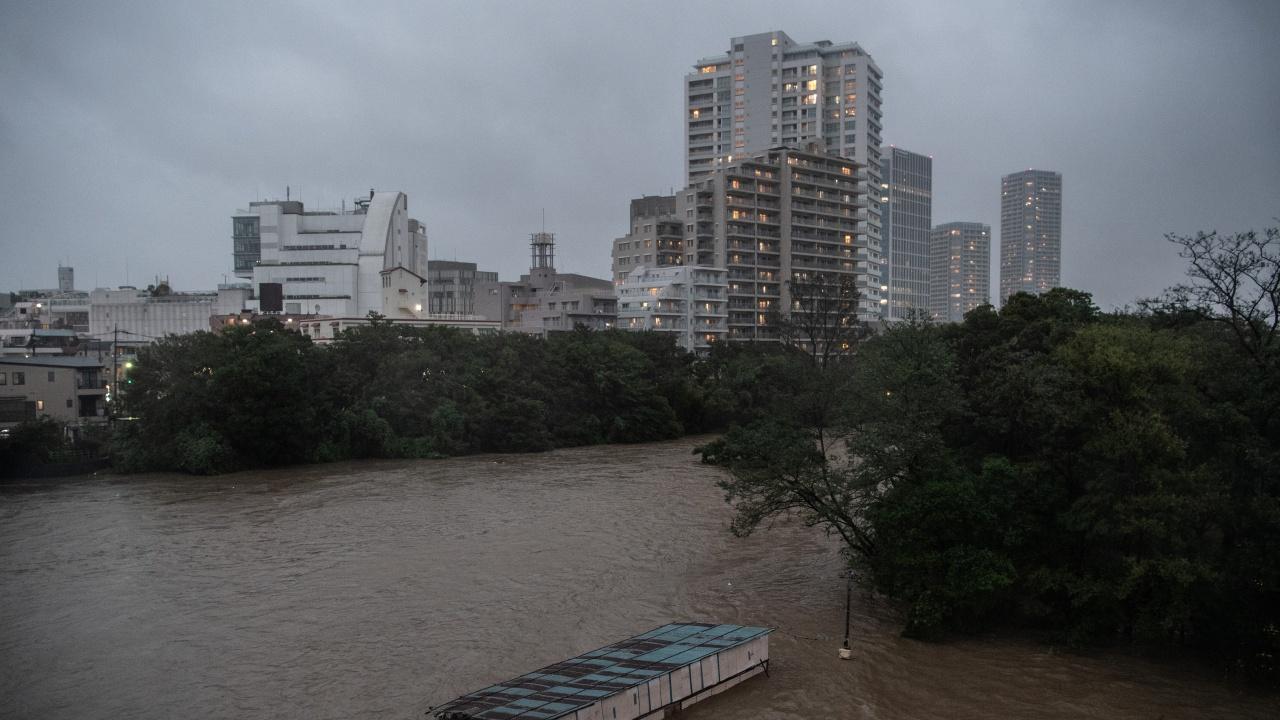 Мащабна евакуация в Япония заради проливни дъждове