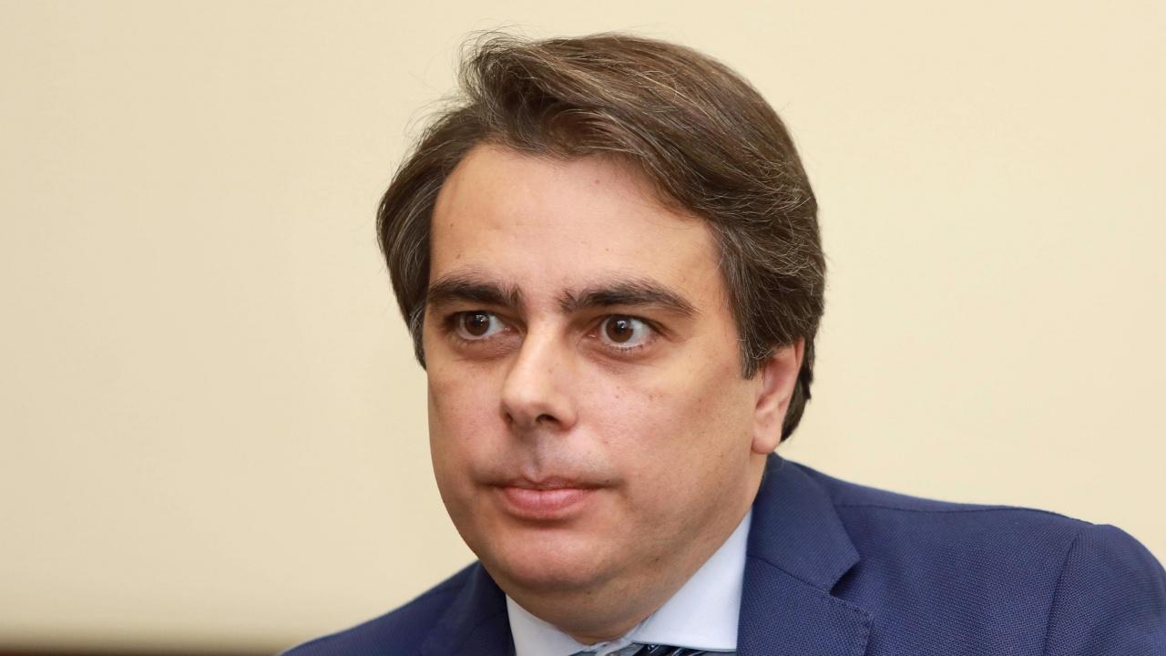 Асен Василев за Novini.bg: Без актуализация на бюджета ситуацията ще бъде много трудна
