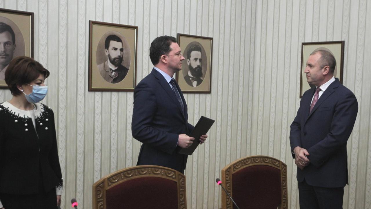 Митов намекна за импийчмънт, предупреди Радев да не нарушава Конституцията