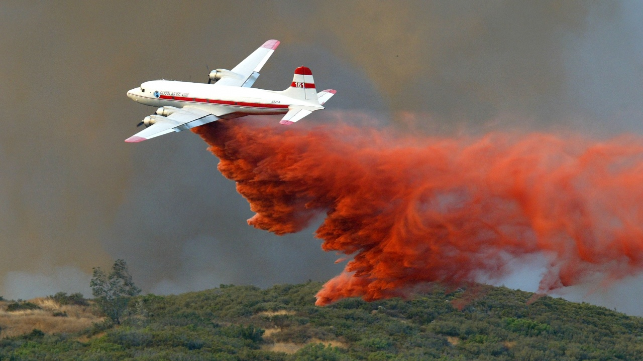 Самолет за гасене на пожари падна в Турция