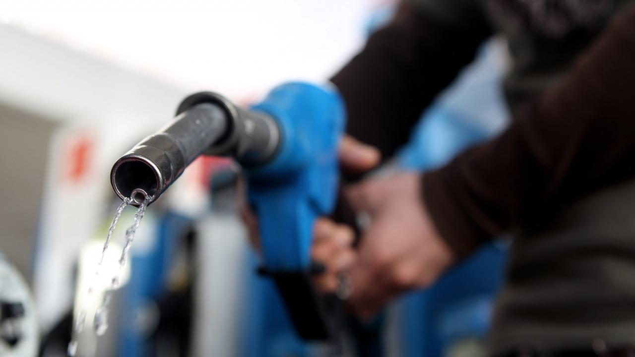 Ливанската армия принуди бензиностанциите да продават гориво
