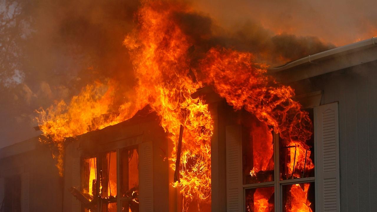 Възрастен мъж загина при пожар в Бургас