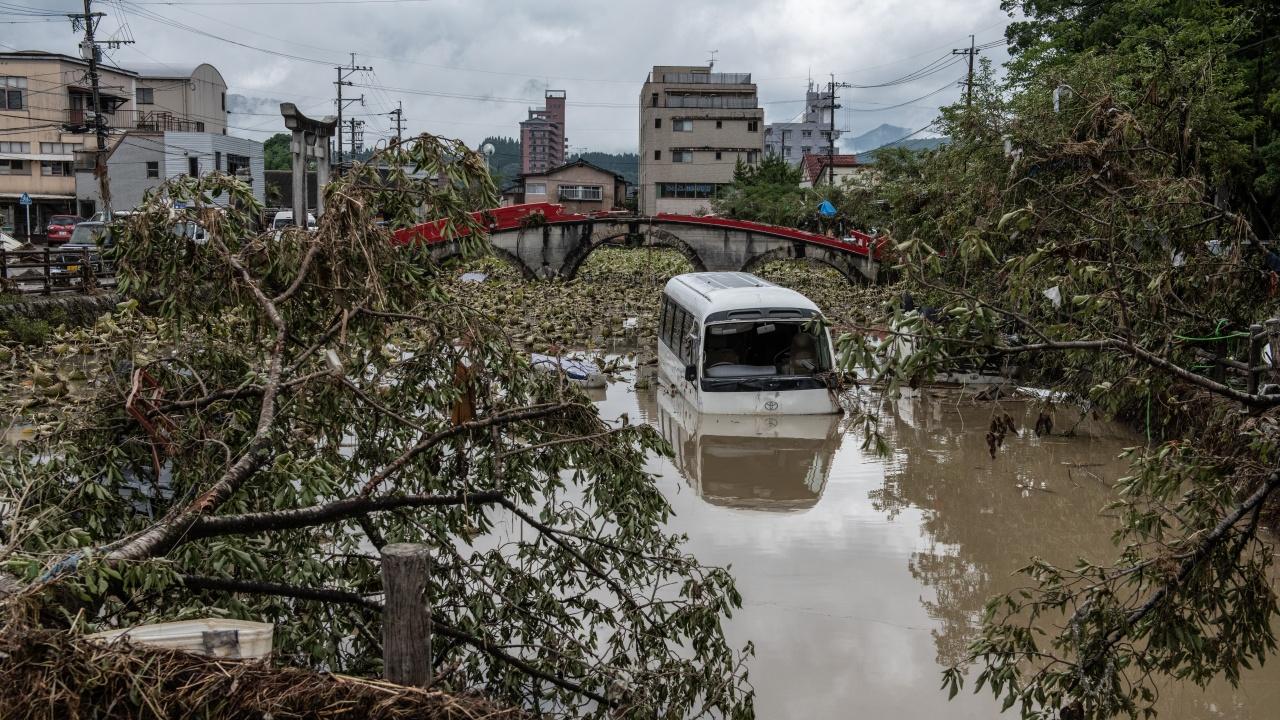 Най-малко шестима загинали след проливни дъждове в Япония