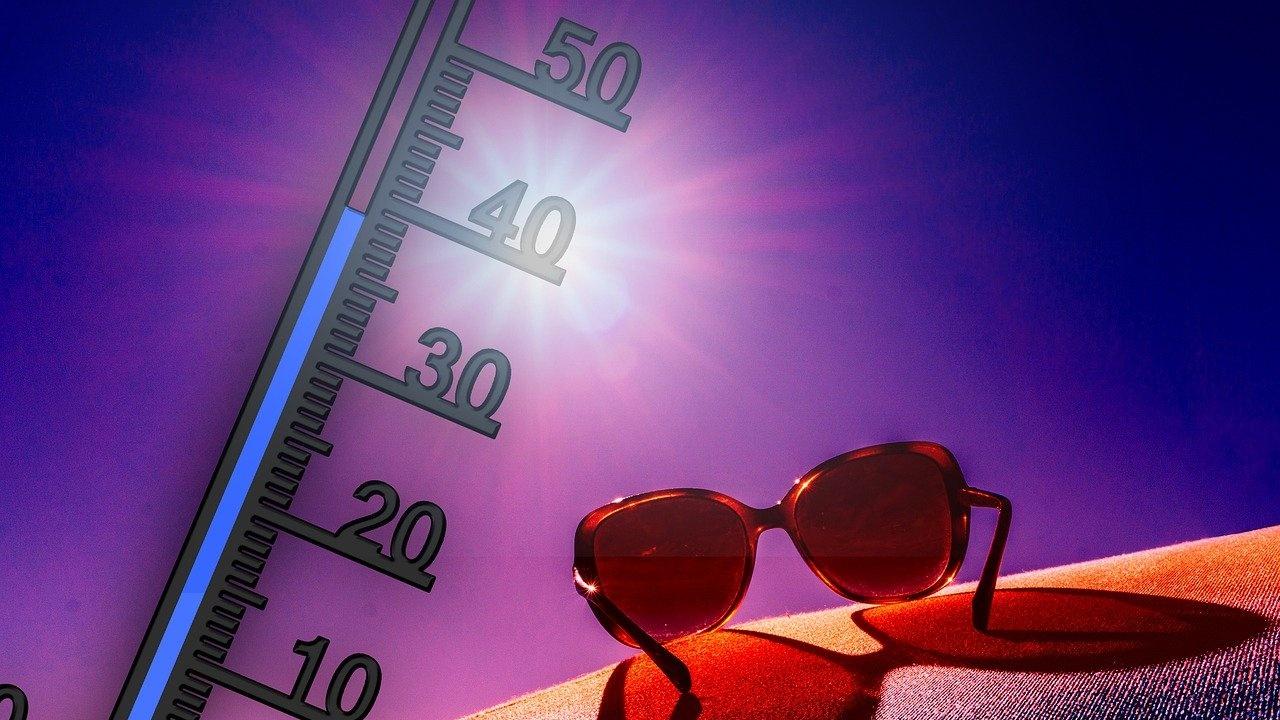 НИМХ: Жълт код за високи температури над 35 градуса за 17 области днес