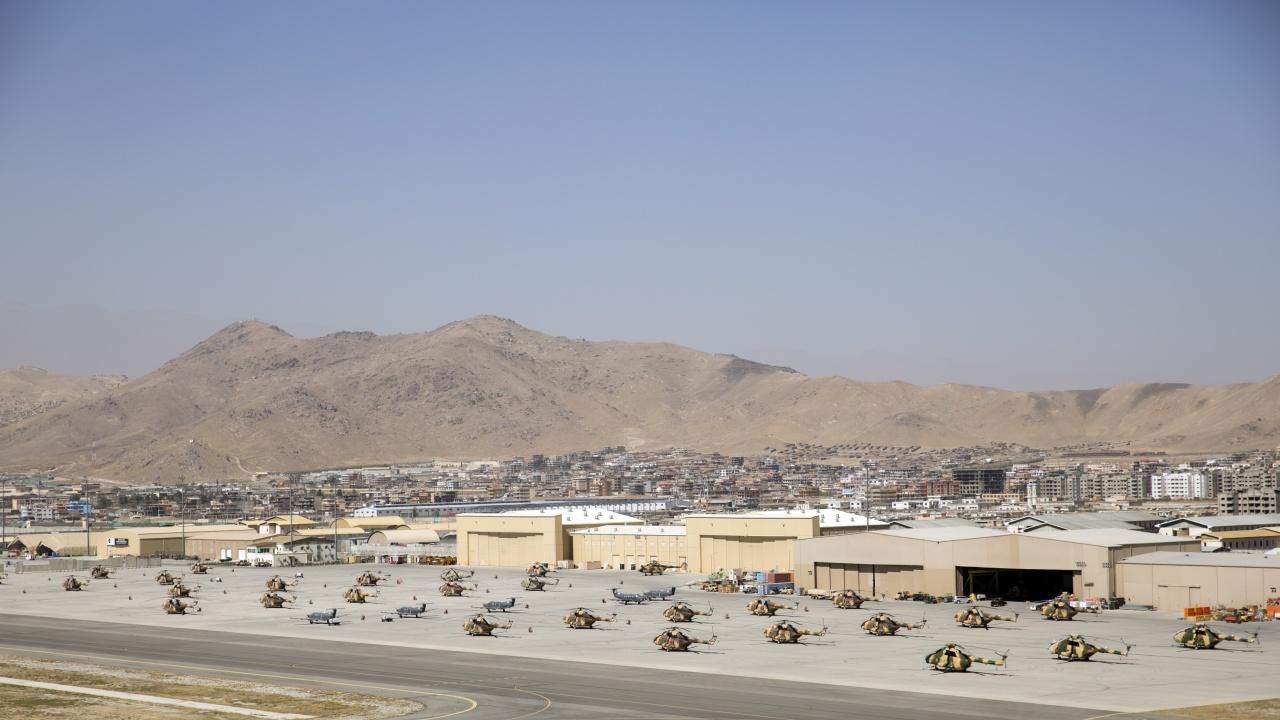 Възстановени са военните полети от Кабул