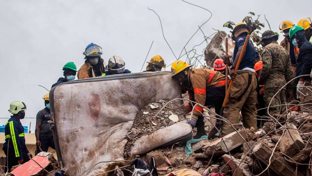 Броят на жертвите от земетресението в Хаити наближава 2000