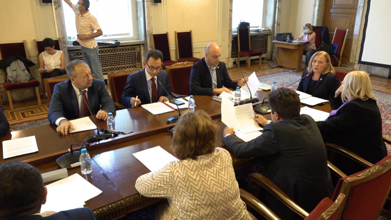 """Асен Василев и Хамид Хамид в спор за българските списъци """"Магнитски"""", министърът намекна, че може да има разширяване на американския списък"""