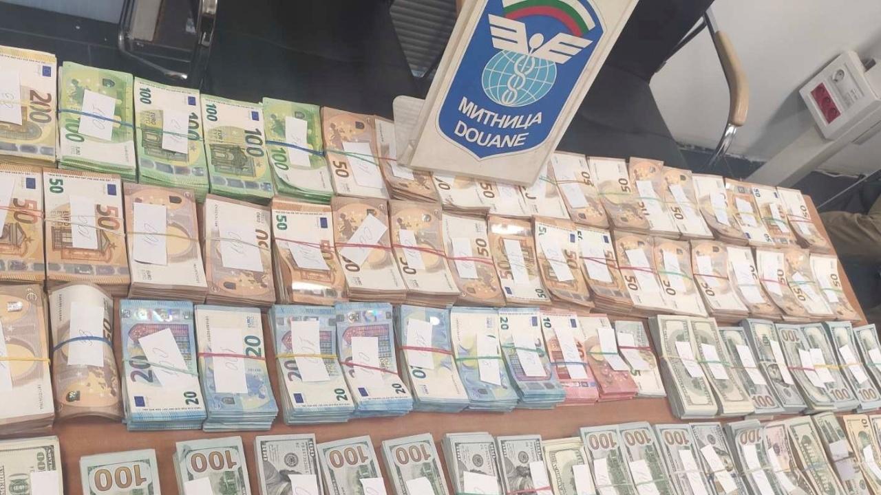 """Удар на недекларирана валута за над 1 млн. лв. на """"Капитан Андреево"""""""