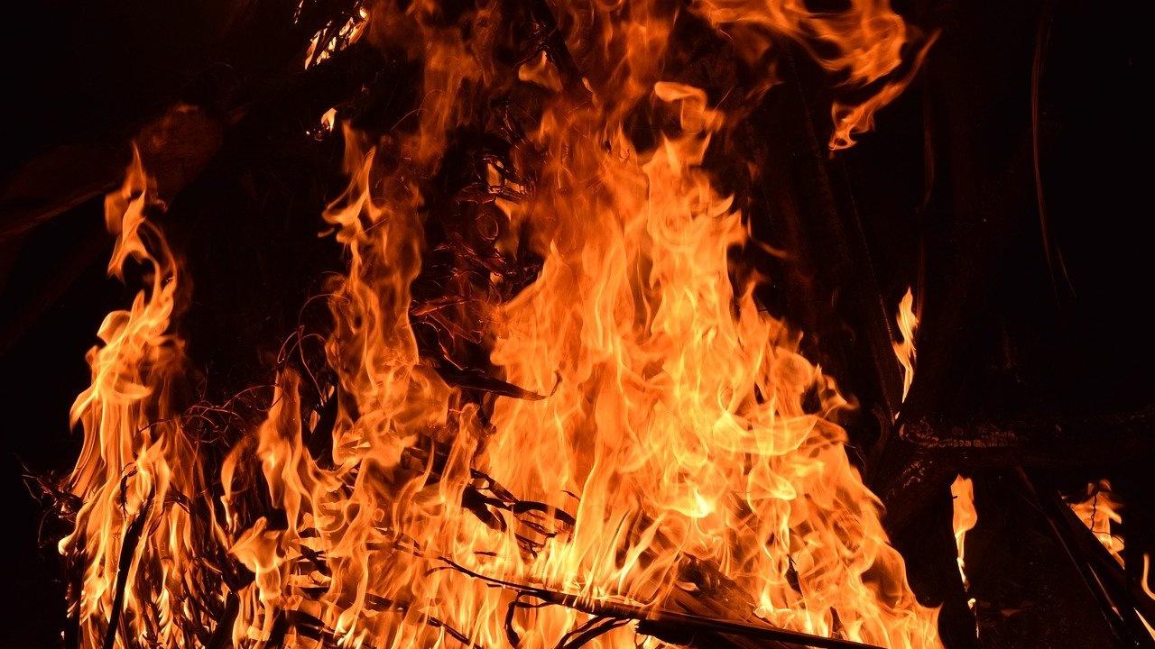 Четвърти ден бушува голям пожар близо до Атина