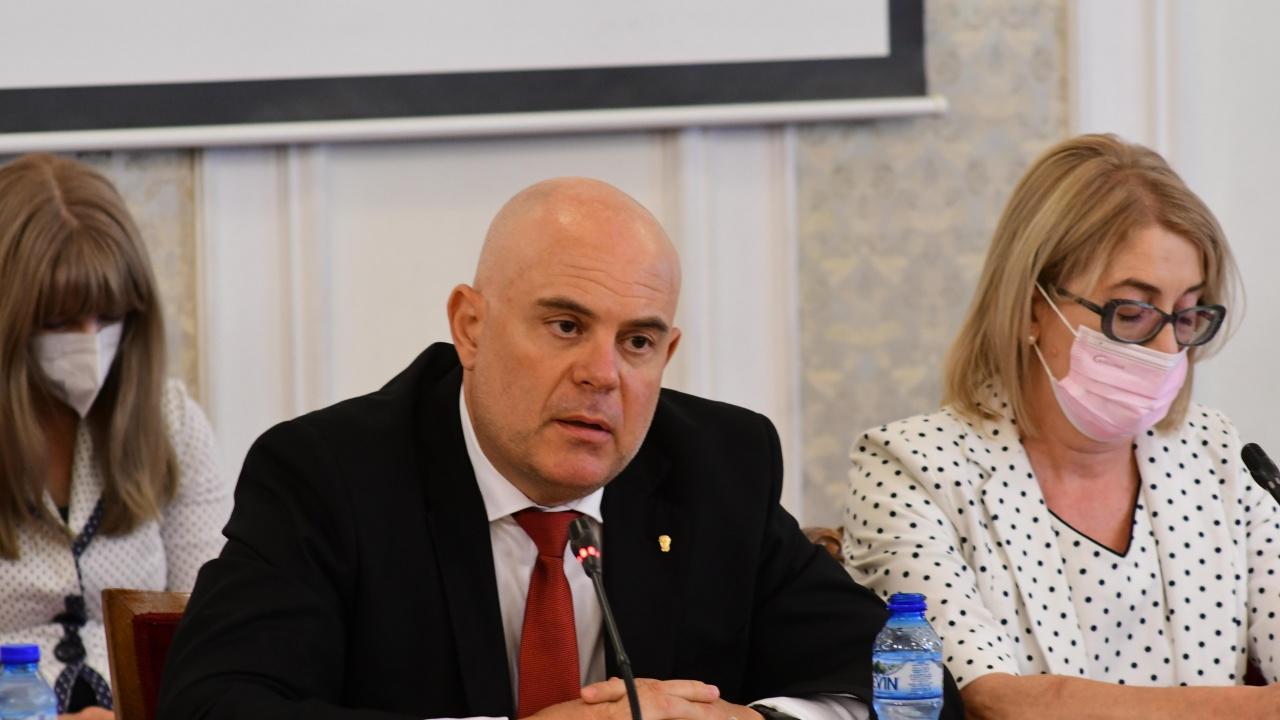 Иван Гешев в правната комисия: Не са подслушвани протестиращи, а организирана престъпна група