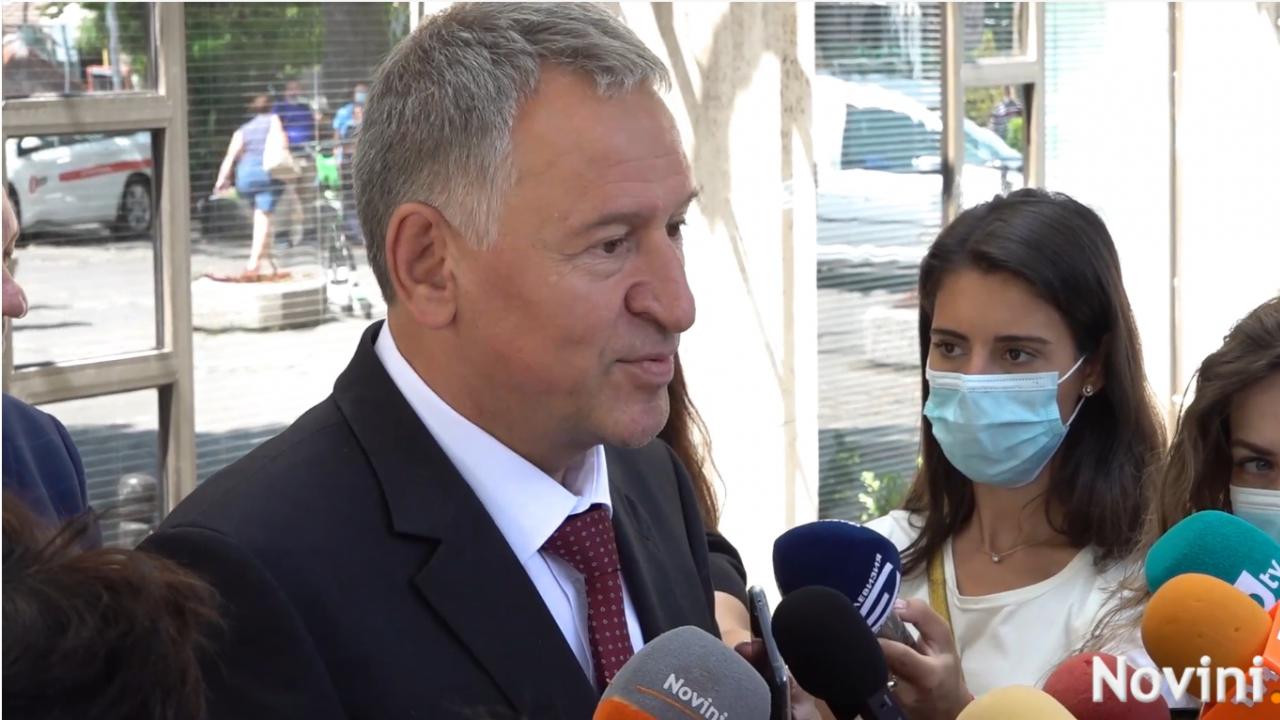 Министър Кацаров: С новата заповед не се налагат никакви ограничения, а напротив - дава се шанс на заведенията да работят на 100%