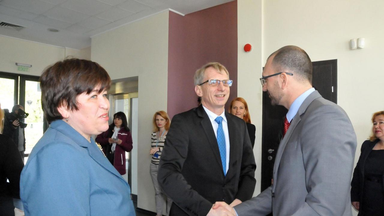 """Министър Денков обясни как се формират таксите на студентите в платена форма на обучение по """"Медицина"""""""