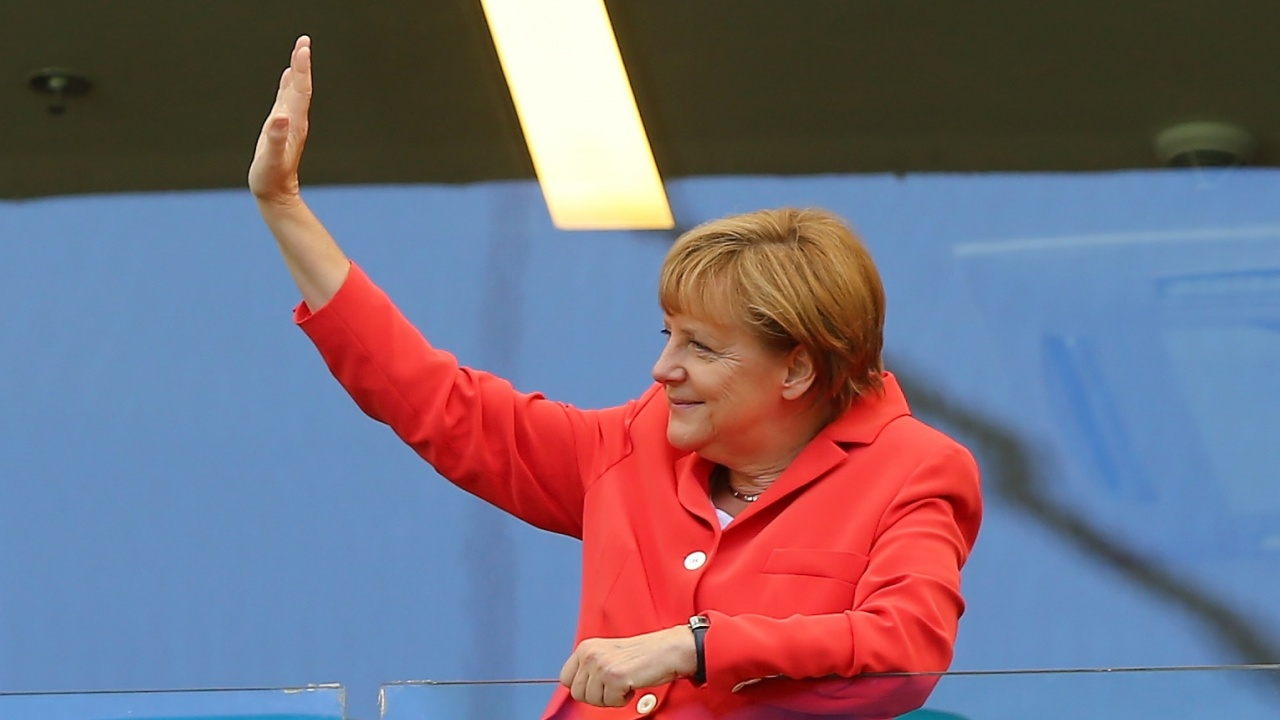 Някой се обади на Меркел, докато говори Путин