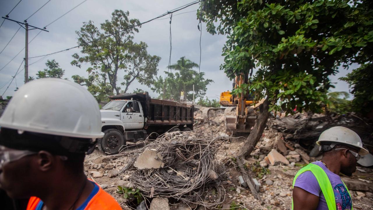 Броят на жертвите на земетресението в Хаити достигна 2207 души