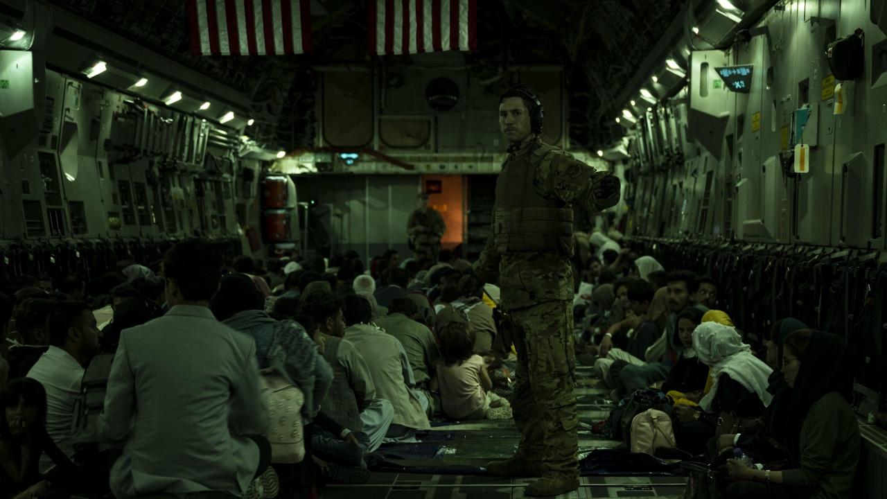 Кувейт одобри транзита през своя територия на 5000 евакуирани в САЩ афганистанци