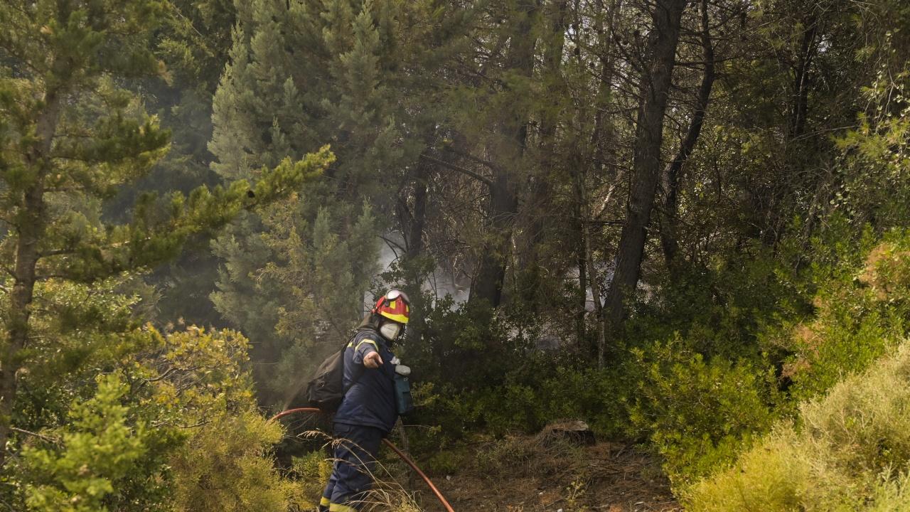 Нов голям пожар избухна призори в Гърция