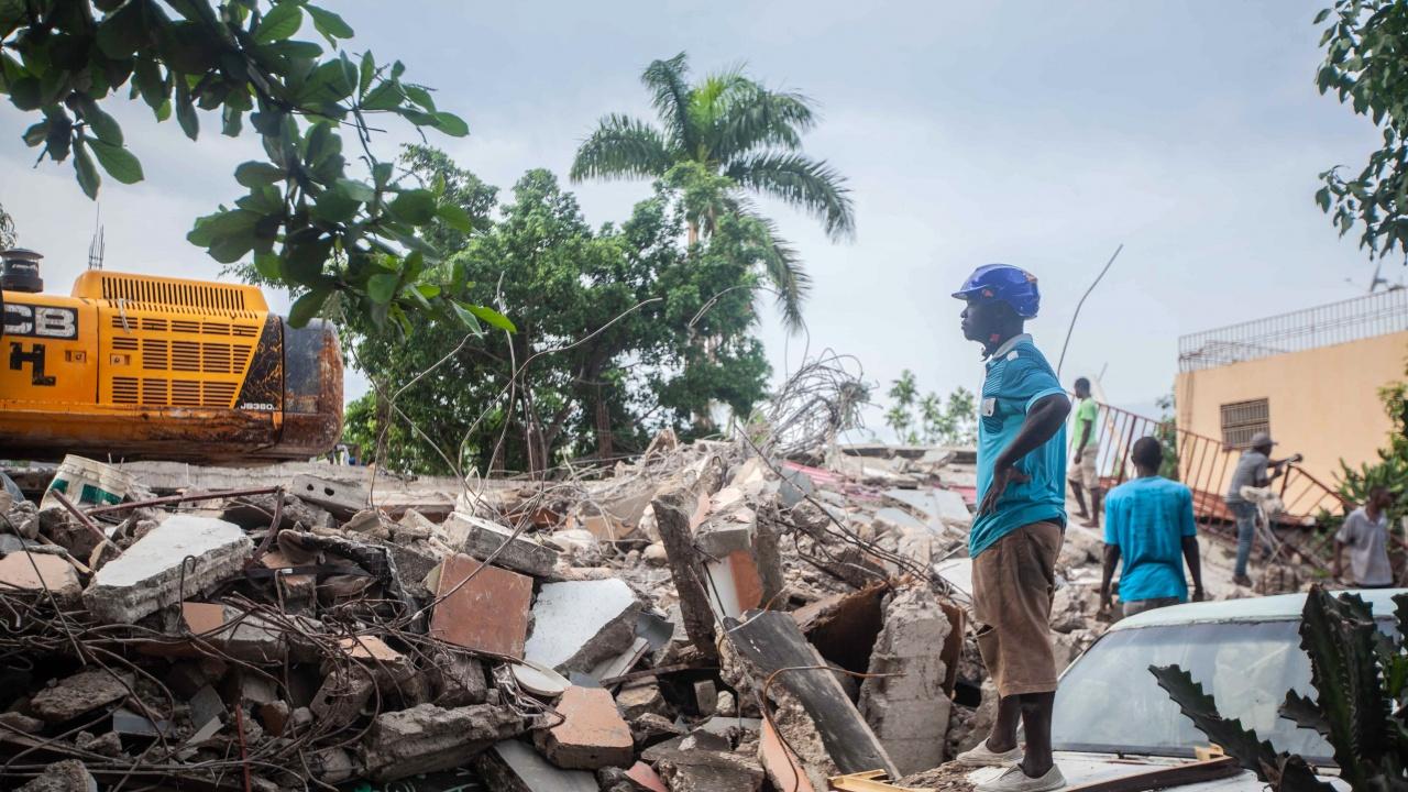 Босът Барбекюто предлага помощ след тежкото земетресение в Хаити