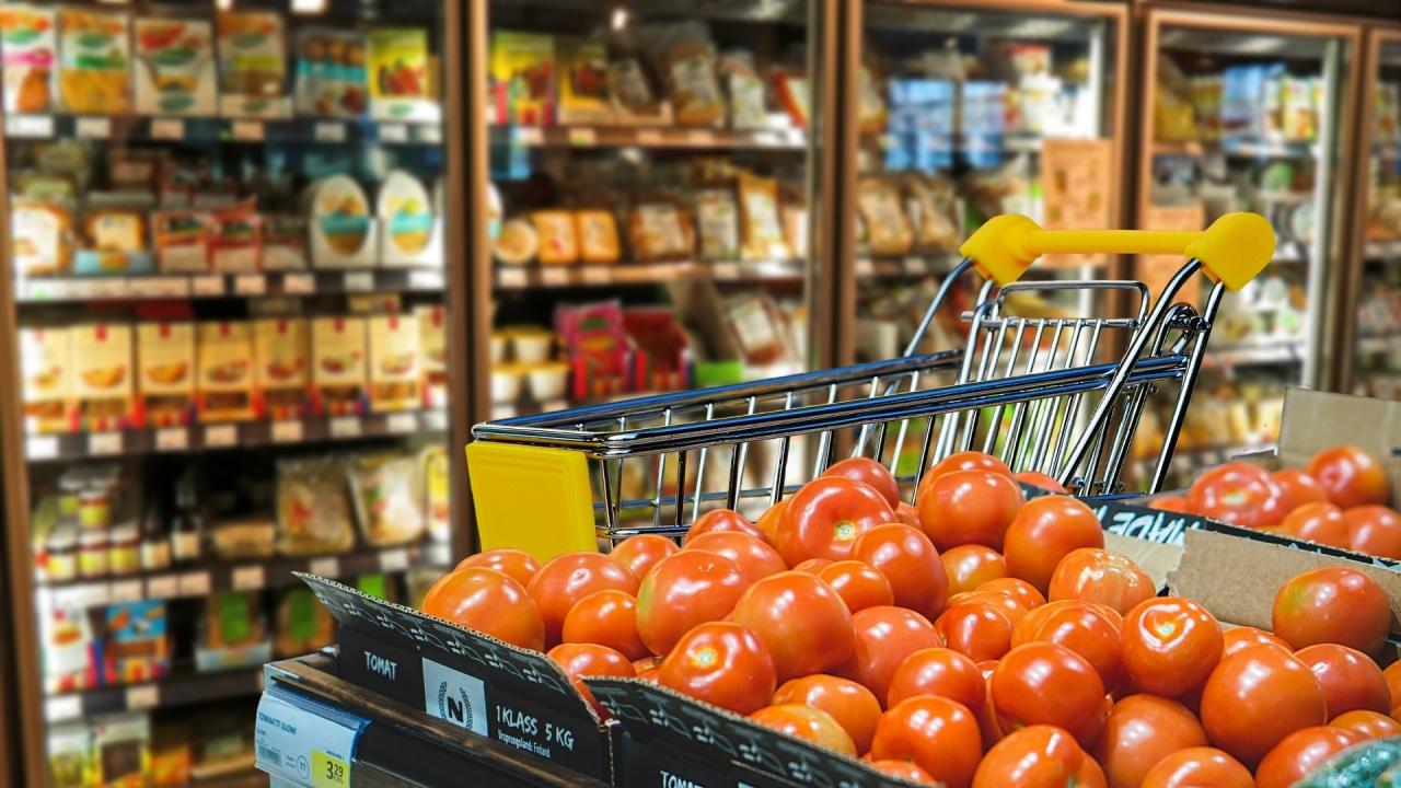 Асоциацията за защита на потребителите: Поскъпването на тока и горивата повиши цените на храните