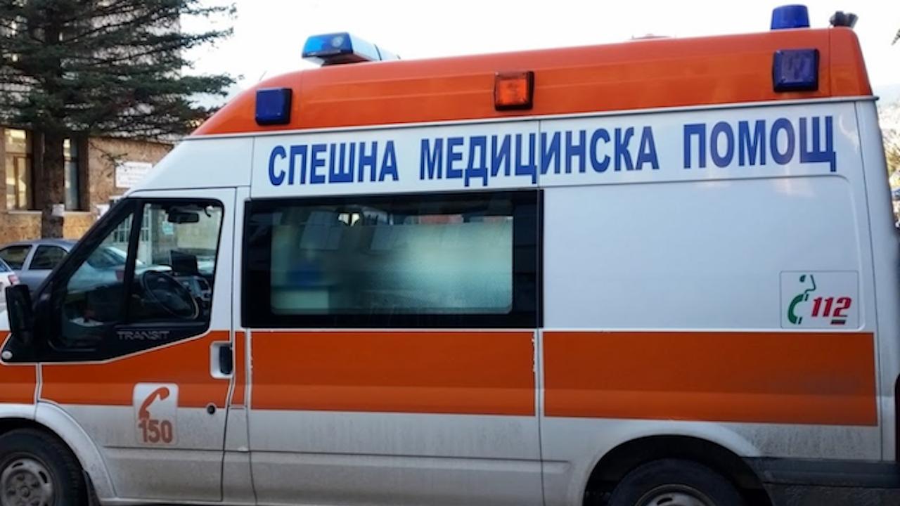 Кола помете жена и 13-годишно момиче в Хасково