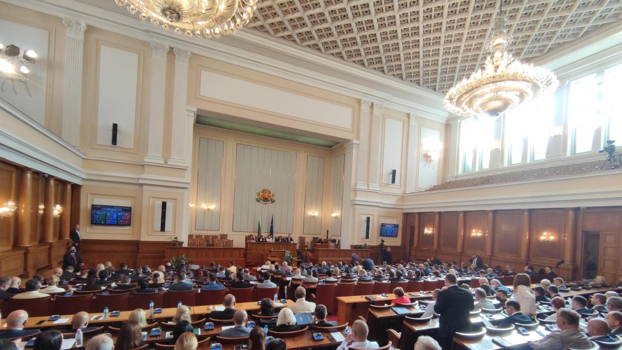 Парламентът отложи разглеждането на бюджетите на ДОО и на НЗОК за 2021 г. за утре