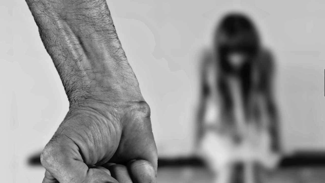 Задържаха 34-годишен молдовец, изнасилвал и блудствал с 18-годишна