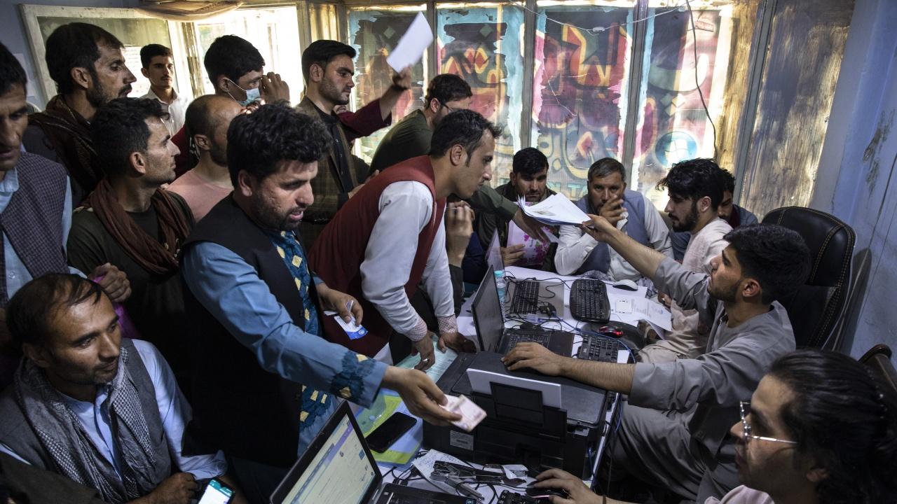 Полша спира полетите за евакуация от Кабул