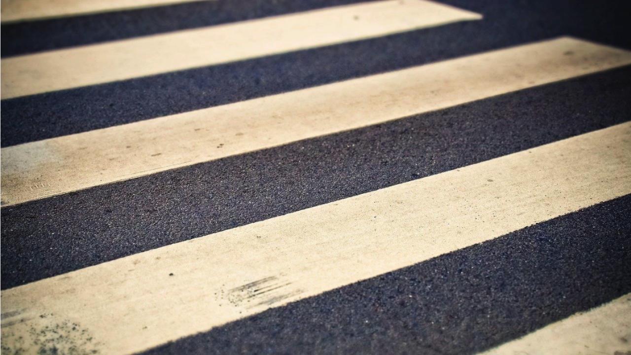 Нова опасна игра в социалните мрежи - деца лягат на пешеходните пътеки и изпробват реакциите на шофьорите