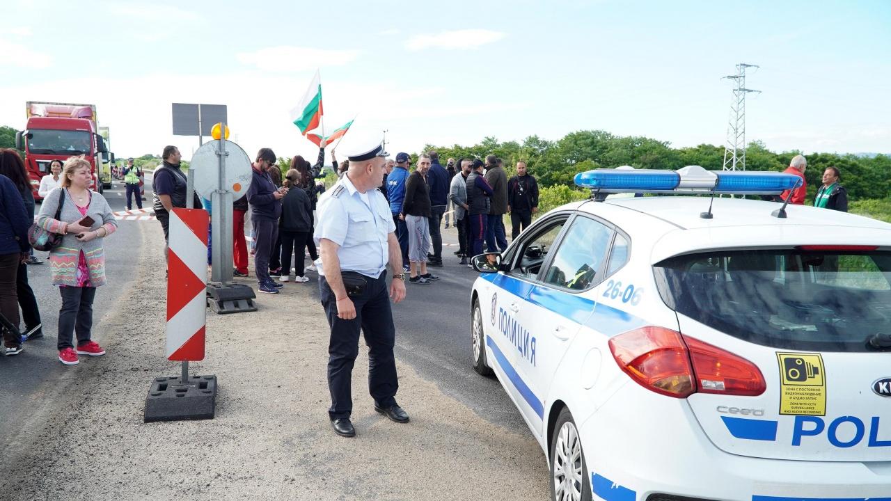 Десет минути продължи блокадата на пътя Перник - София