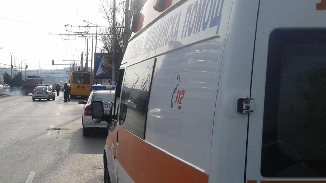 Шофьор на БМВ отнесе две момичета на спирка във Враца