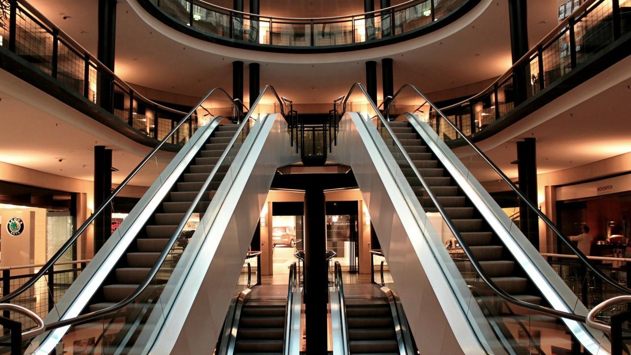 Дете пострада при инцидент с ескалатор в мол