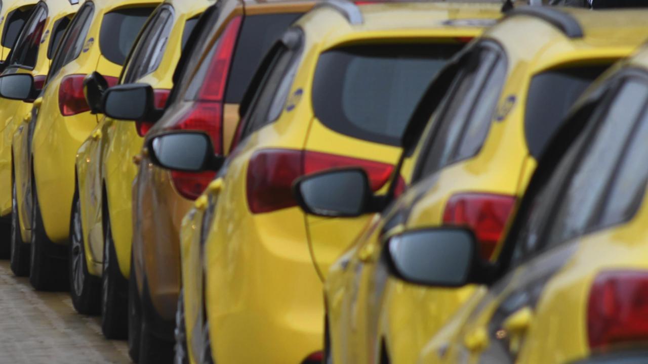 Таксиметрови и автобусни превозвачи в Пловдив плашат с протест