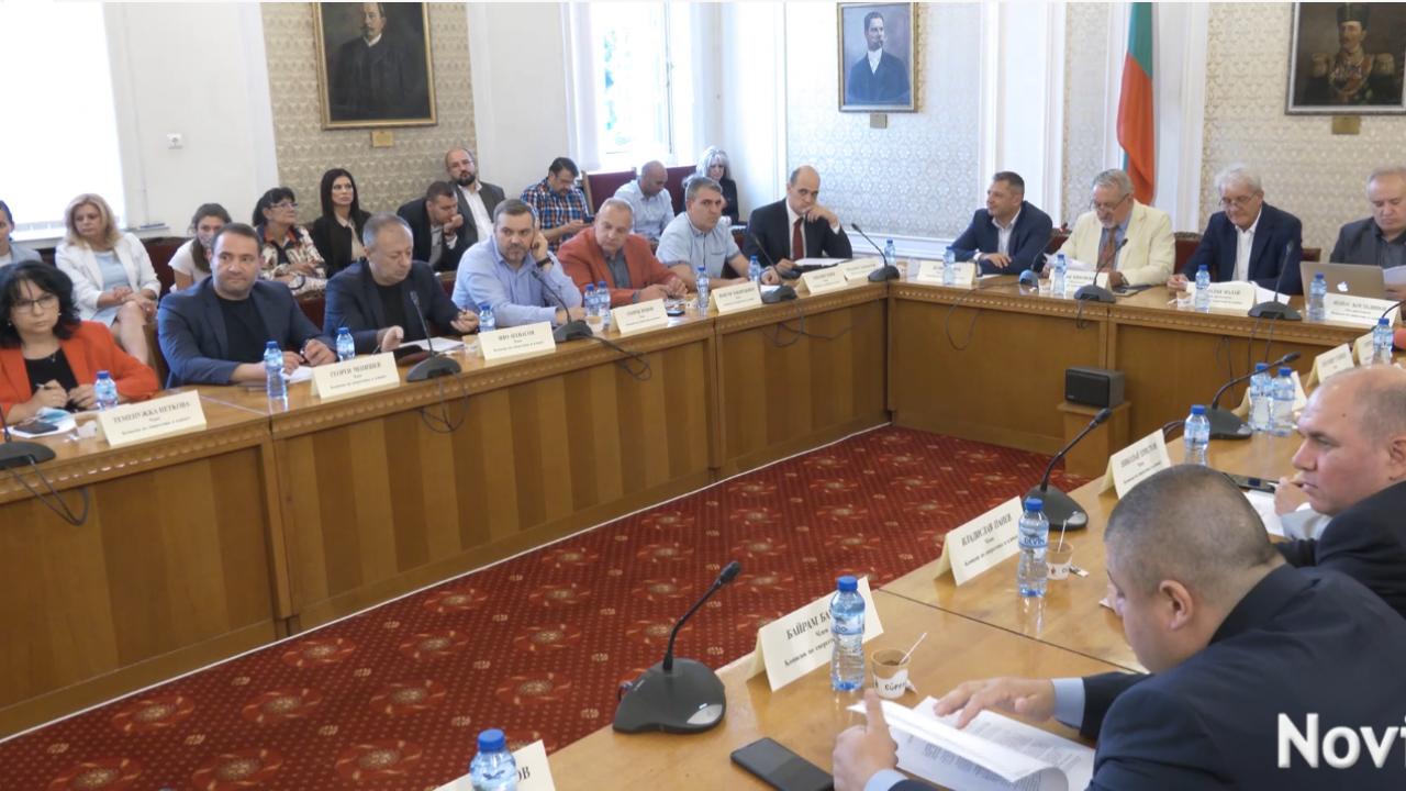 """Двама министри и шефът на """"Топлофикация-София"""" категорични: Няма шанс столицата да остане без топло и на тъмно"""