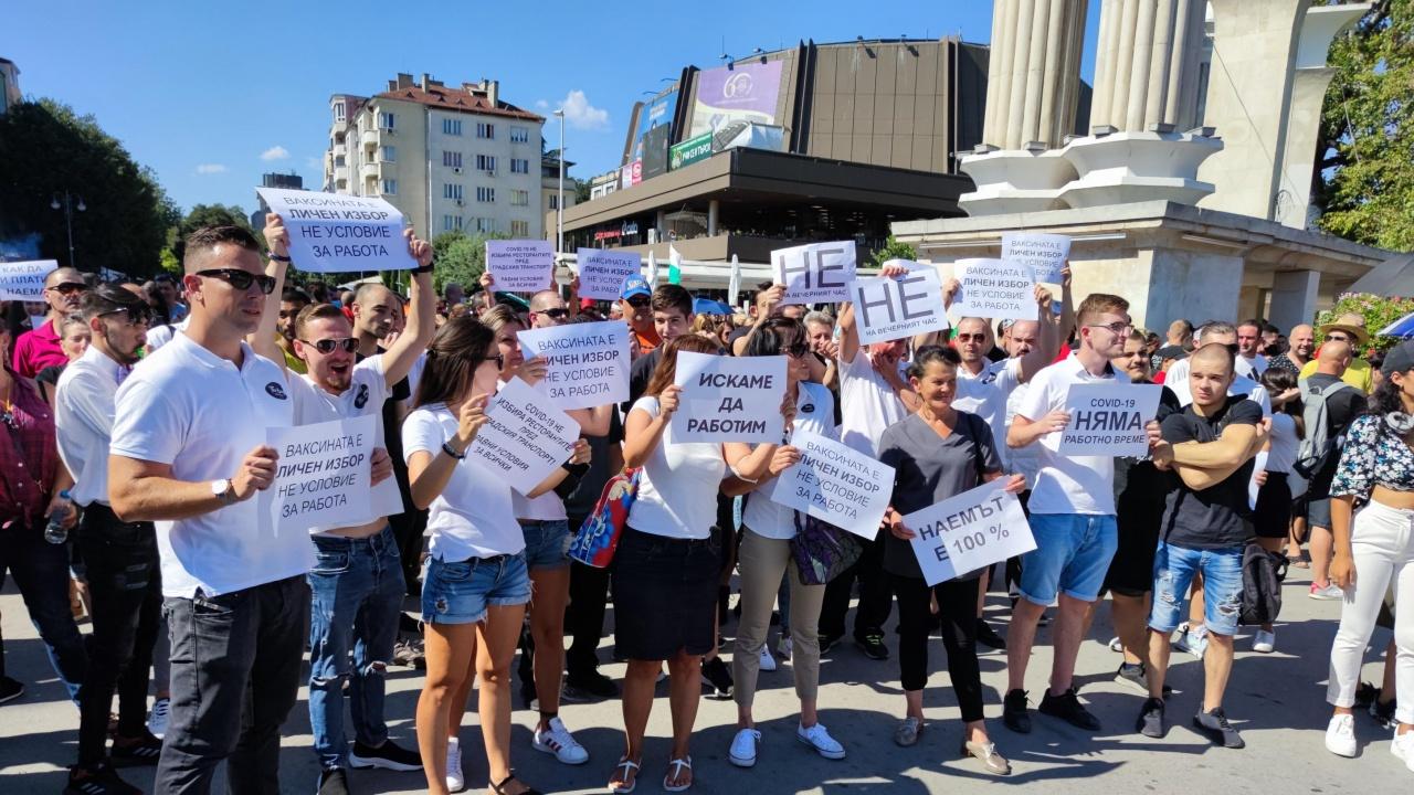 Стотици протестираха срещу ограничителните мерки във Варна
