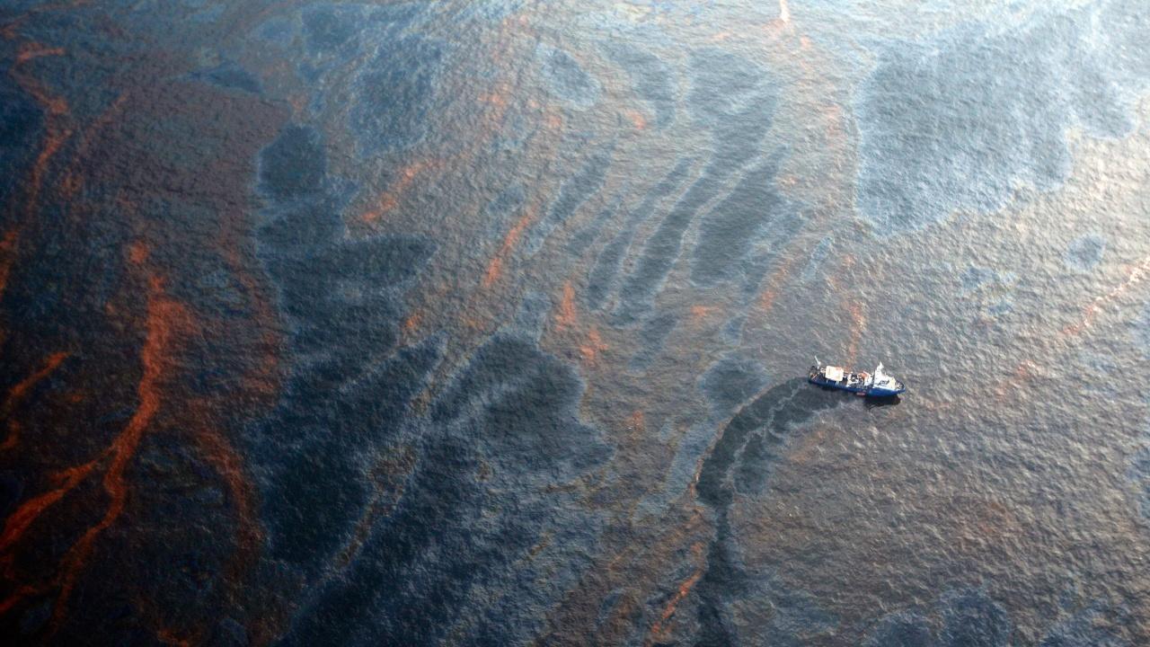 Нефтеното петно, движещо се към Кипър, се връща към Сирия