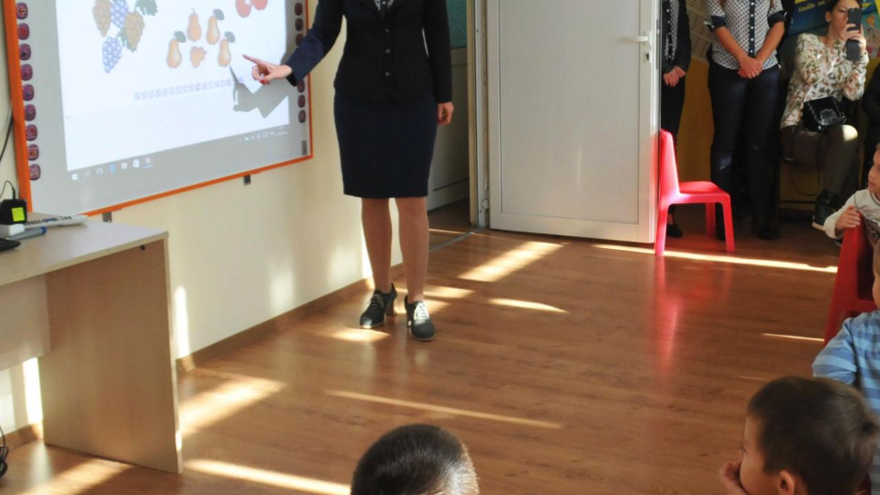 Училищата зоват за още средства за образованието при актуализацията на бюджета