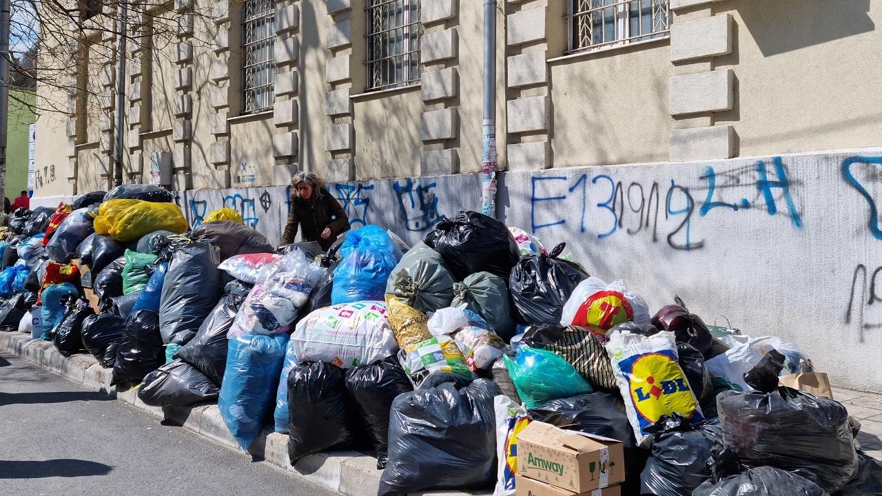 Община Асеновград и БЧК в съвместна акция за събиране на дрехи
