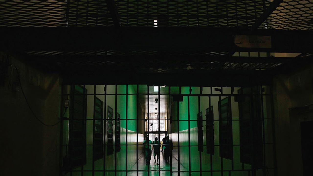 Вкараха в затвора германски педофил, укривал дете в шкаф