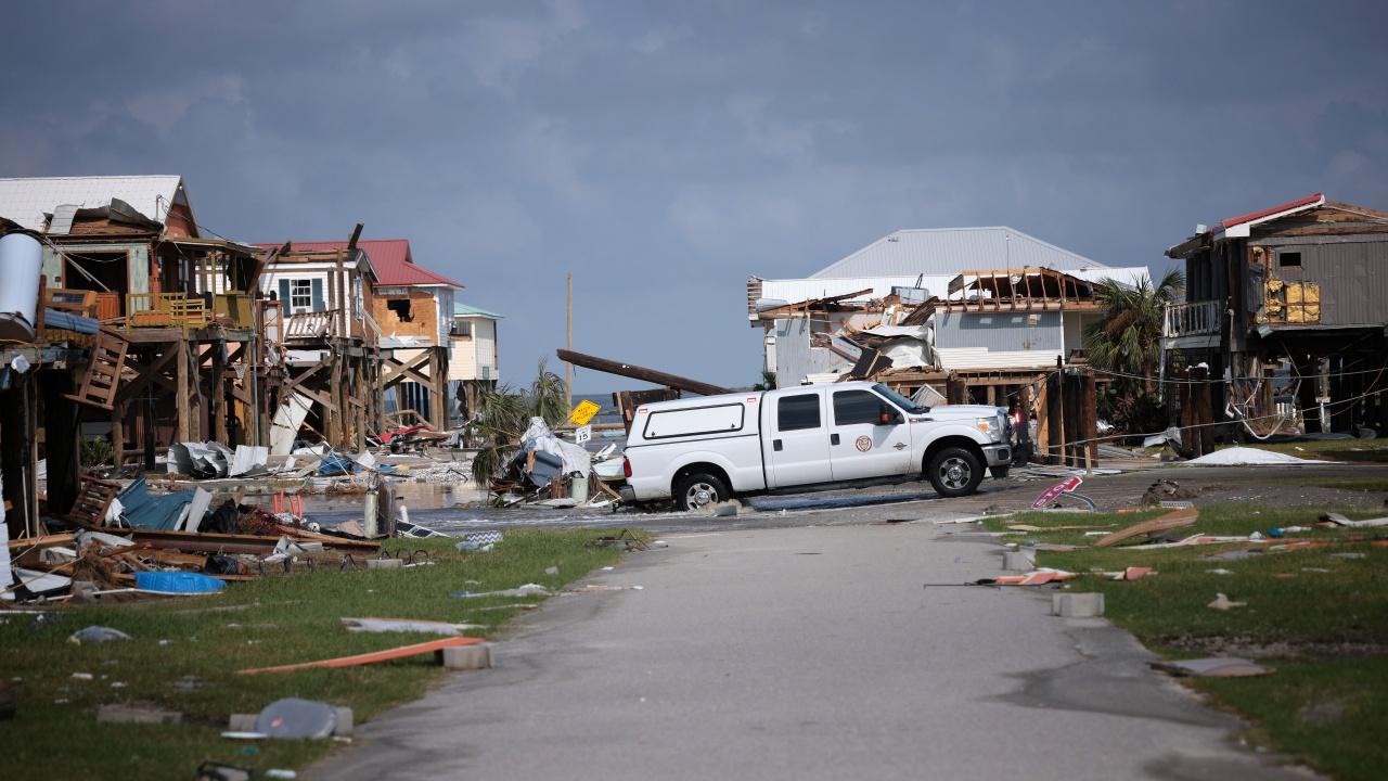 Ураганът Айда сее хаос и смърт в САЩ