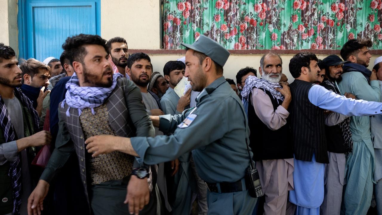 Лидерът на съпротивата в Афганистан се закани да продължи борбата срещу талибаните