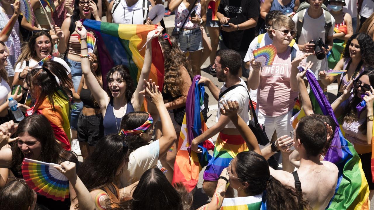 Десетки хиляди демонстрираха в подкрепа на еднополовите бракове в Швейцария