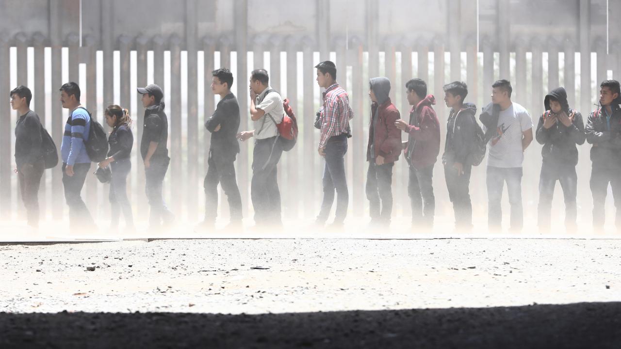 Нов мигрантски керван тръгна към САЩ от Южно Мексико