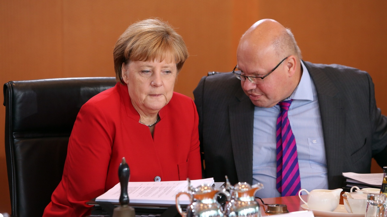 Приближен до Меркел министър е постъпил в болница
