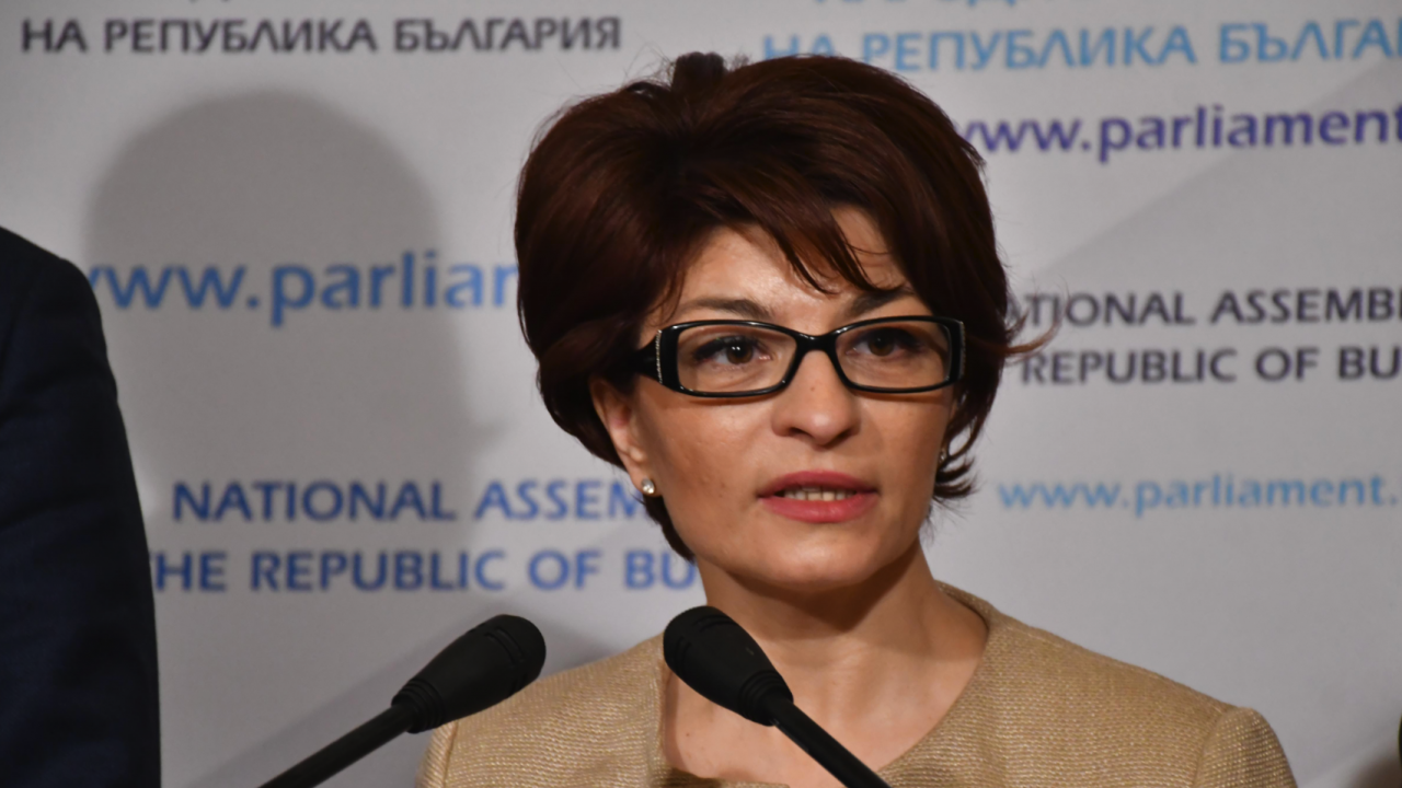 Атанасова за актуализацията на бюджета на ДОО: За никакви коалиции с ДПС и БСП не можем да говорим