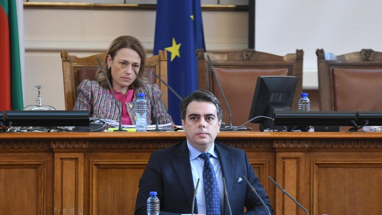 Василев в НС: Ако си измисляме приходи, ще взривим бюджета. Цонев: Като не можете да направите нищо, ще се сгодим ние - партиите на статуквото