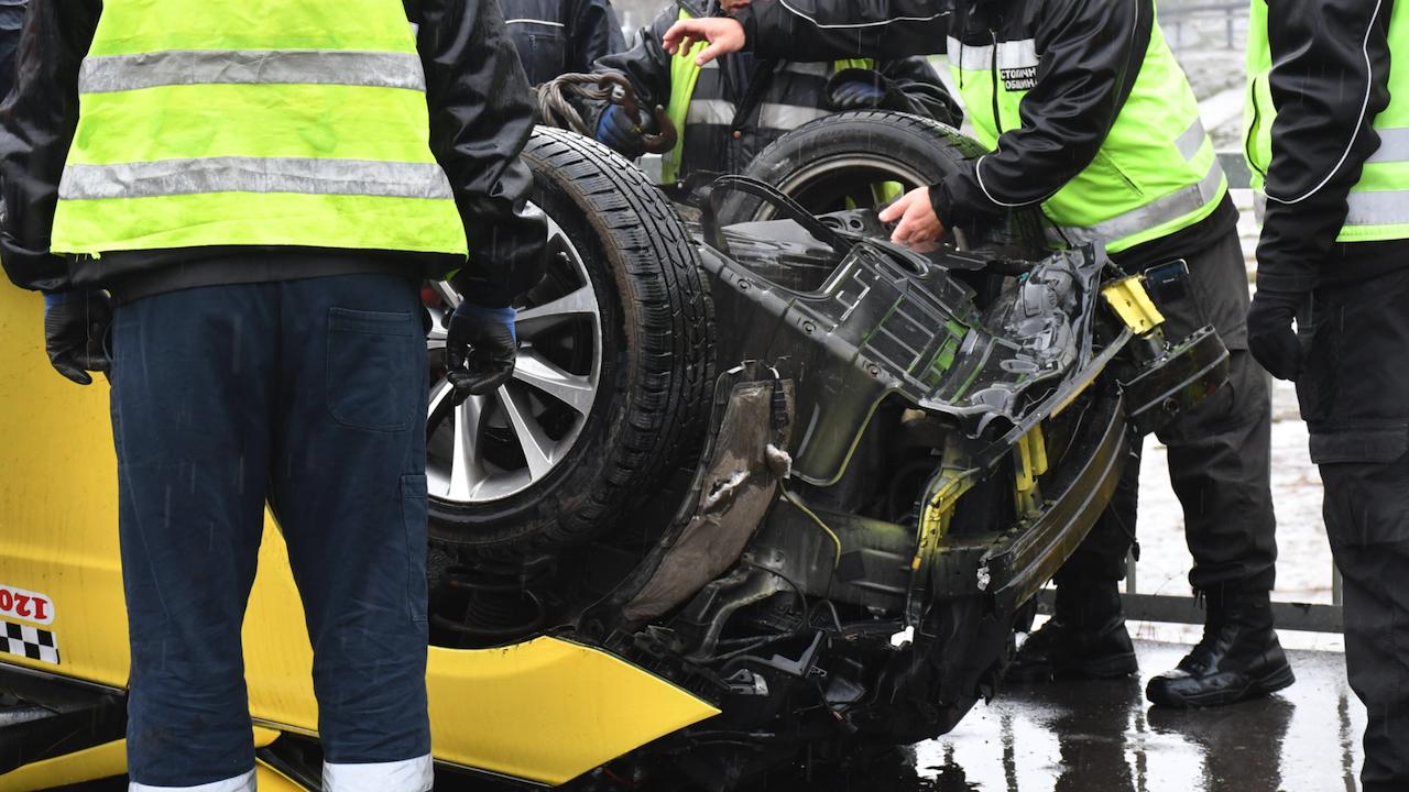 Шофьор на такси загина при катастрофа до Хасково